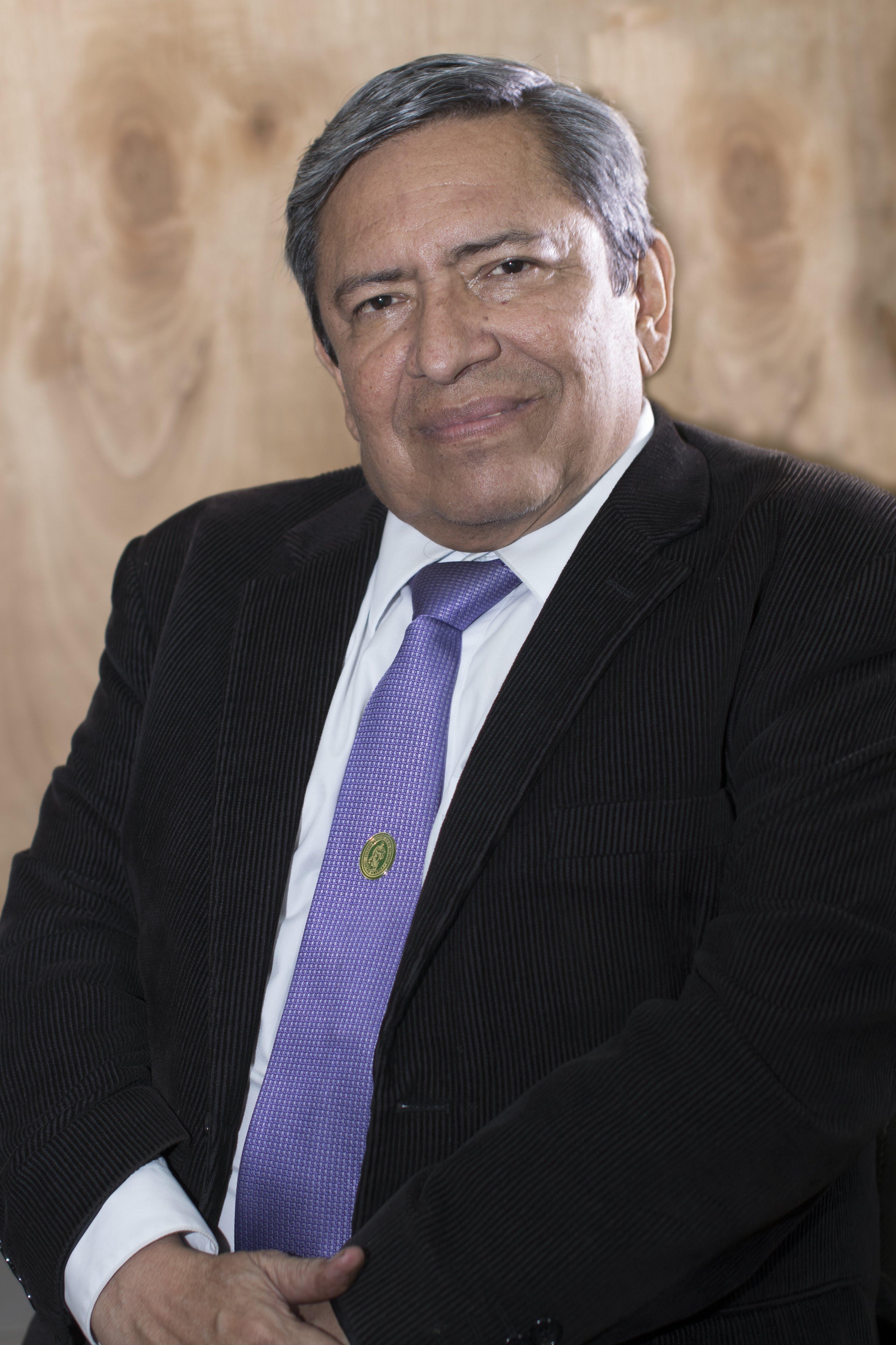 Dr. Roberto Ticas